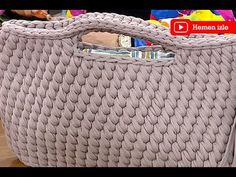 Watch this free video tutorial to learn how to make it booties sandals gift for a baby girl on her first birthday Mochila Crochet, Bag Crochet, Crochet Handbags, Ganchillo Ideas, Crochet Backpack Pattern, Diy Crafts Crochet, Yarn Bag, Crochet Videos, Knitted Bags