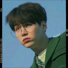 image by jikook. Discover all images by jikook. Find more awesome icon images on PicsArt. Bts Suga, Kim Namjoon, Min Yoongi Bts, Bts Bangtan Boy, Bts Taehyung, Foto Bts, Bts Memes, V Bts Cute, Rapper