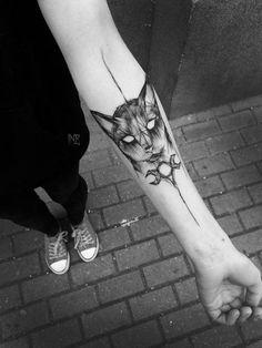 Là où certains voient des lignes inachevées et imparfaites, cette artiste tatoueuse polonaise Inez Janiak voit une forme d'art. Inez a déjà plus de 60.000 abonnés Instagram qui apprécient ses oeuvres régulières. Son style unique explore un assez petit nombre de thèmes, mais les deux principaux domaines sont la nature et les animaux.