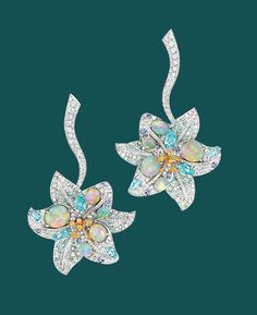 THE FLOWER OF INNOCENCE AND EMBLEM OF THE KINGS OF FRANCE, THE LILY HOLDS A SPECIAL PLACE IN THE PRECIOUS GARDEN OF THE MAISON CHAUMET; JEWELLER TO THE CROWNED HEADS OF EUROPE.