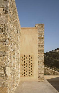 Syros House / Myrto Miliou