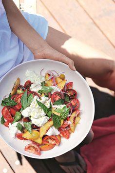 Salade de pêches, tomates et mozzarella