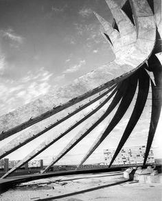 Brasilia Cathedral under construction 1961 by Oscar Niemeyer. Concrete Architecture, Chinese Architecture, Futuristic Architecture, Amazing Architecture, Art And Architecture, Architecture Details, Oscar Niemeyer, Lucien, Herve