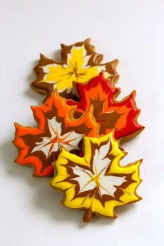 Bolachinas em forma de folha coberta com glacê!