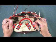 การถักเป้ Wayuu ตอนที่ 6 - YouTube Free Crochet Bag, Crochet Shell Stitch, Crochet Diy, Unique Crochet, Crochet Stitches, Crochet Mignon, Crochet Hooded Scarf, Tapestry Crochet Patterns, Diy Fashion Projects
