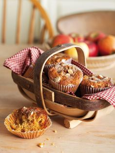 Image of Nigella's Apple and Cinnamon Muffins Cinnamon roll dough. Similar to Bienenstich dough. Best Blueberry Muffins, Apple Cinnamon Muffins, Cinnamon Spice, Cinnamon Apples, Pear Muffins, Raisin Muffins, Coconut Muffins, Breakfast Muffins, Breakfast Time