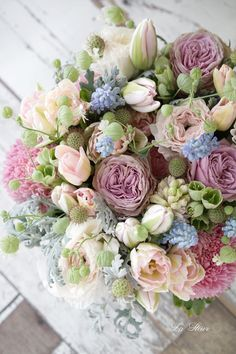 beautiful flowers and how to grow them Beautiful Flower Arrangements, Romantic Flowers, Floral Arrangements, Beautiful Flowers, Wedding Bouquets, Wedding Flowers, Bouquet Champetre, Cactus Wedding, Deco Floral