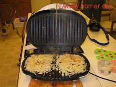 After making hashbrowns a few times, discovered it's actually easier to just make it in a pan because cleaning the foreman is a pain in the ass. I microwave the shredded taters on some paper plates to dry em up a bit first. George Foreman Grill, George Foreman Recipes, Gf Recipes, Potato Recipes, Cooking Recipes, Shredded Hash Browns, Frozen Hashbrowns, Small Grill, Cooking On The Grill