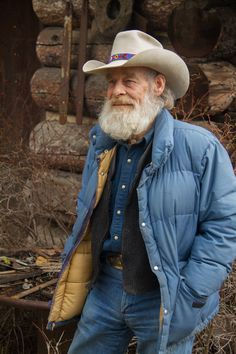 The most wonderful and beautiful man I've never met. Mountain Men Tom, History Chanel, Alaska, Men Tv, Wife And Kids, Ginger Beard, Daily Home Workout, Man Photo, Bearded Men