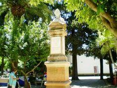 Busto de la Duquesa de Parcent en la plaza a la que da nombre y que constituye el centro histórico y cultura de la ciudad malagueña.