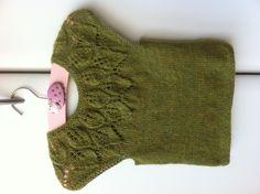 """Bella top fra Lene Holme Samsøes """"Babystrik på pinde 3"""" strikket i blød alpaca i den skønneste forårsfarve:-) gave til min kusines baby, Mila."""