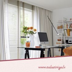 Combination - Venetian Blinds and Curtains / Plisseerollos Home Curtains, Office Desk, Blinds, Inspiration, Furniture, Home Decor, Venetian, Curtains, Living Room