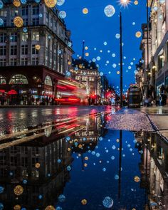 Christmas lights and reflections from Spanish tourist by london London Christmas Lights, Landscape Photography, Travel Photography, Creative Landscape, London Pictures, England And Scotland, London Life, Beautiful Places To Travel, London Calling