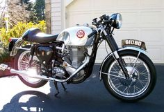 Retro Motorcycle, Cafe Racer Motorcycle, Motorcycle Garage, British Motorcycles, Vintage Motorcycles, Standard Motorcycles, Classic Road Bike, Classic Bikes, Norton Cafe Racer