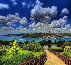 Spring in Istanbul#spring #bosphorus #istanbul #otağtepe #photooftheday #yachting #turkiye #golftrip #art #yacht #ship #marines #nature #golfcourse #bridge #whyilovethisgame #golfclub #boğaziçi #golfing #pga #golfaddict #ocean #sea #bebek #april #feribot #superyacht #clouds #artlife #golf by oguzturkerakpinar