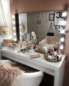 20 best makeup vanities & cases for stylish bedroom makeup vanity decor Sala Glam, Vanity Room, Bedroom Makeup Vanity, Makeup Vanity Decor, Closet Vanity, Mirror Vanity, Vanity Set, Bedroom With Vanity, Makeup Room Decor