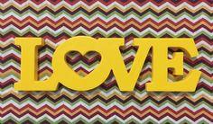 Palavra Love em mdf    Pode ser produzida em qualquer cor!    Medidas:  10cm de altura  15mm de espessura (Ficam em pé sobre qualquer superfície lisa)