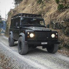 Land Rover Defender 110 Td4 Sw in action.