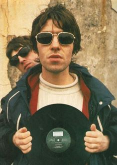 Oasis - Liam and Noel Gallagher Music X, Music Is Life, Liam Gallagher Noel Gallagher, Oasis Live, Oasis Music, Cool Backgrounds For Iphone, Liam And Noel, Oasis Band, Riot Grrrl