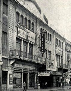 Cine Olimpia en las calles de la Ciudad de México.