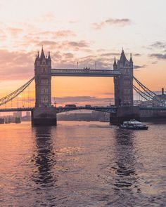 When it comes to sunrise in London, you must head to the city. Here's where to see sunrise at Tower Bridge, as well as a quick history of Tower Bridge. City Of London, London Food, London Street, City Aesthetic, Travel Aesthetic, Uk And Ie Destinations, Landscape Photography, Travel Photography, London Photography