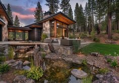 Modern home celebrates indoor-outdoor living in Sierra Nevada Mountains This modern mountain home was designed by Ryan Group Architects along with Jim Morrison Construction, located in Martis Camp, California. Mountain Home Exterior, Modern Mountain Home, Dream House Exterior, Mountain Homes, Modern Lodge, Rustic Modern, Sierra Nevada, Jim Morrison, Custom Home Builders