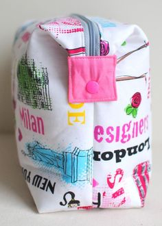 Clover & Violet — Snappy Boxy Pouch in Jet Set by Benartex  {Tutorial}   Use a button in place of the snap.