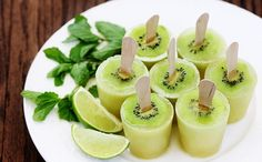 Kiwi Mojito Popsicles--I'm not interested in the mojito part; I like the kiwi slices on the popsicles! I would do this for my little kiwi fanatic, with a different popsicle mixture, and maybe put kiwi slices on the top too! Frozen Desserts, Frozen Treats, Just Desserts, Yummy Drinks, Yummy Food, Healthy Food, Delicious Fruit, Healthy Weight, Brownie Desserts