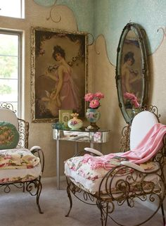 The house is in Apple Valley, California. Magazine is Casa Romantica,  Shabby Chic N.3