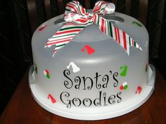 Items similar to Santa's Goodies Personalized Cake Carrier on Etsy Cricut Christmas Ideas, Christmas Vinyl, Christmas Crafts, Fall Crafts, Christmas Decorations, Xmas, Cupcake Container, Cricut Cake, Cake Holder