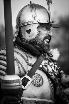 handsomewarriors: Winged Hussar by Pavel Lunkin Polish Tattoos, Types Of Armor, Bearded Dragon Diet, Find My Friends, Good Knight, Knight Armor, Fantasy Warrior, Knights Templar, Fantasy Characters