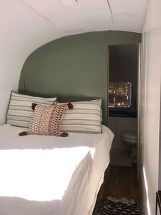 Cosy Bedroom, Bedroom Green, Modern Bedroom Design, Master Bedroom Design, Cozy Studio Apartment, Apartment Therapy, Fiberglass Shower Pan, Airstream Interior, Airstream Remodel