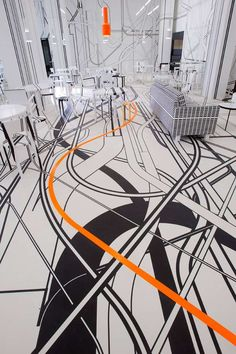 Pretty crazy  flooring in this penthouse interior in Berlin. Not sure we could live like this but definitely mesmerising!