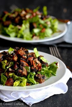 This easy salad recipe stars tender roasted mushrooms and romaine lettuce tossed with a light balsamic vinaigrette. 98 calories and 4 Weight Watchers Freestyle SP Easy Salad Recipes, Easy Salads, Vegetarian Recipes, Cooking Recipes, Healthy Recipes, Diabetic Recipes, Roasted Mushrooms, Stuffed Mushrooms, South Beach