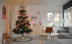 Mor til MERNEE: Juletræet med sin pynt.... & en smuk ny julefod