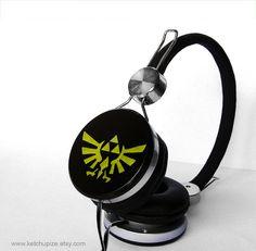 Zelda headphones earphones handpainted Triforce by ketchupize, €45.00