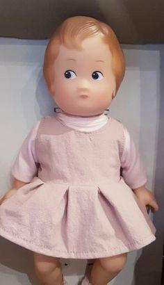 Ma première poupée Girls Dresses, Flower Girl Dresses, Wedding Dresses, Fashion, Toys, Dresses Of Girls, Bride Dresses, Moda, Bridal Gowns