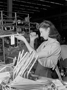 Tube inspector at Ford bomber plant at Willow Run, Michigan. Photo by Ann Rosener, Office of War Information, July Shorpy Historical Photos, Pin Up, Rosie The Riveter, Interesting History, Second World, Before Us, Women In History, Other Woman, Photo Archive