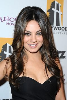 Mila Kunis Photos - Actress Mila Kunis arrives at the annual Hollywood Awards Gala at The Beverly Hilton Hotel on October 2010 in Beverly Hills, California. Cabelo Mila Kunis, Mila Kunis Cheveux, Mila Kunis Hair, Mila Kunis Pics, Beautiful Celebrities, Beautiful Actresses, Beautiful Women, Pretty Hairstyles, Wedding Hairstyles