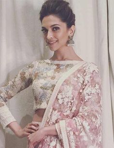 Nothing can beat a woman's beauty in a saree with matching blouse. Here are 50 latest and beautiful saree blouse designs that are suitable for every woman. Blouse Back Neck Designs, Sari Blouse Designs, Latest Saree Blouse, Latest Sarees, High Neck Saree Blouse, Choli Designs, Sari Bluse, Deepika Padukone Style, Deepika Padukone Lehenga
