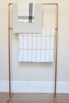 DIY copper pipe towel rack