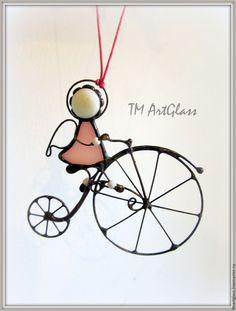 Купить Подвеска витраж Велосипедист - розовый, медь с патиной, стекло, Витраж, тиффани, подвеска, Декор