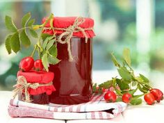 Šípková marmeláda - Vaření a pečení - MojeDílo.cz White Cherries, Juicing For Health, Pots, Love Natural, Dessert, Healthy Nutrition, Chocolate Fondue, Preserves, Natural Health