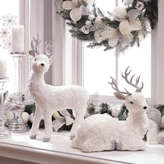 Beautiful home tour in black, white … - Christmas Home Decorations Christmas Mantels, Noel Christmas, Christmas Themes, Flocked Christmas Trees, Reindeer Christmas, Winter Wonderland Decorations, Winter Wonderland Birthday, Wonderland Party, Elegant Christmas Decor