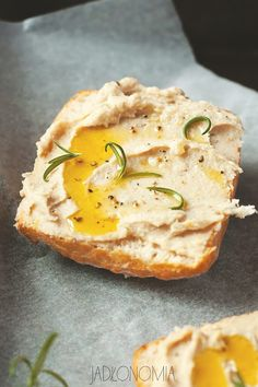 White bean and roasted garlic pate Kitchen Recipes, Raw Food Recipes, Appetizer Recipes, Vegetarian Recipes, Cooking Recipes, Appetizers, Chutney, My Favorite Food, Favorite Recipes