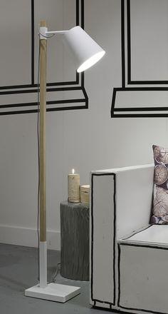 Scandi Stehlampe in schwarz oder weiß aus Holz & Metall