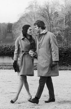 Ali MacGraw and Ryan O'Neal on a walk in Love Story, 1970