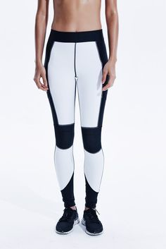 Axis Leggings in White Black. Motero EleganteTrajes De NocheDiseño De  VestuarioRopa DeportivaPantalones De YogaAthleisurePolainas ... b2920b93ded2