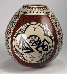 Mata Ortiz Pottery by Nancy Heras de Martinez Native American Design, Native American Pottery, Native American Artifacts, American Indian Art, Ceramic Pottery, Pottery Art, Ceramic Art, Naha, Native American Baskets