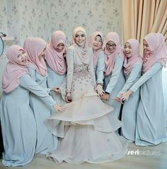 N/A Hijab Gown, Hijab Dress Party, Hijab Style Dress, Bridesmaid Poses, Bridesmaid Outfit, Wedding Bridesmaids, Muslimah Wedding Dress, Hijab Bride, Wedding Hijab Styles